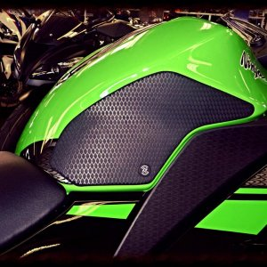 Kawasaki Ninja 300, Tank Close Up Snake Skin Material